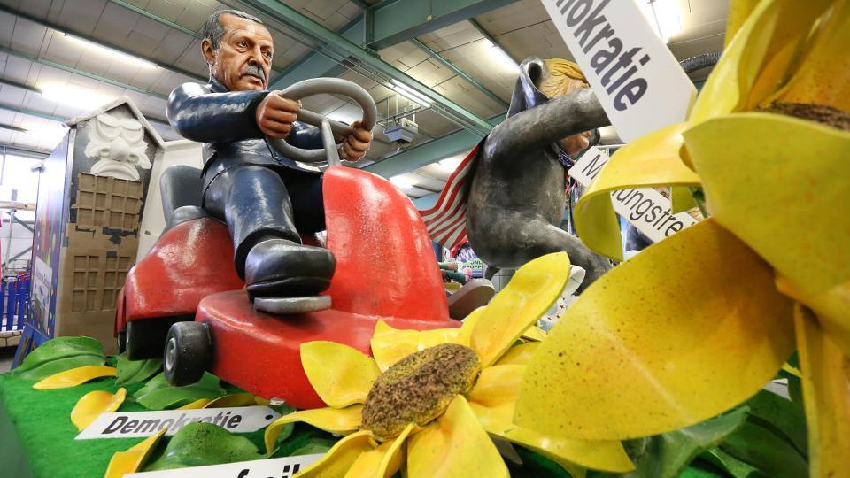 Mainzer Fastnachtswagen mit Erdoganfigur