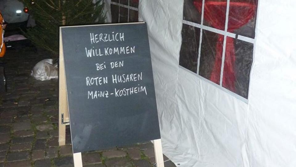 Adventsdorf der Roten Husaren Kostheim eröffnet