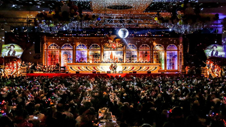 Mainzer Fastnachtssitzung mit Bühne und voll besetztem Saal